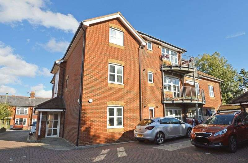 1 Bedroom Flat for sale in Ackender Road, Alton, Hampshire
