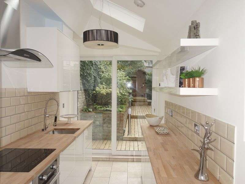 4 Bedrooms Semi Detached House for sale in Wood Street, High Barnet