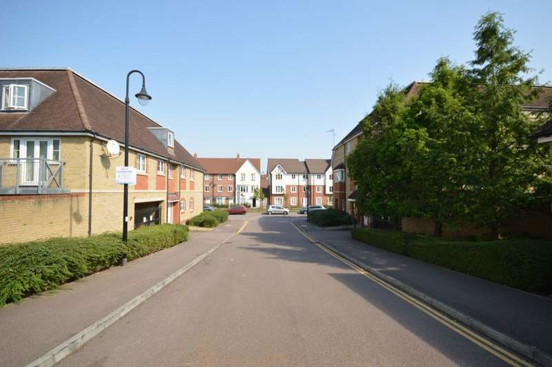 2 Bedrooms Flat for sale in Wellsfield, Bushey, WD23