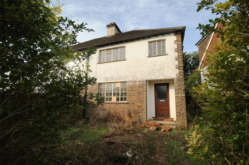 3 Bedrooms Semi Detached House for sale in Johnsdale, Oxted, RH8