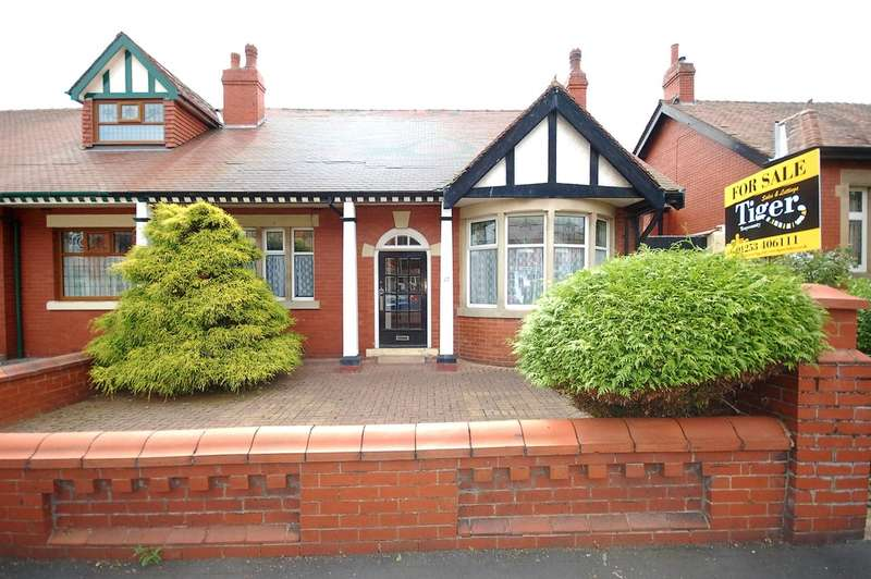 3 Bedrooms Semi Detached Bungalow for sale in St Vincent Avenue, Blackpool