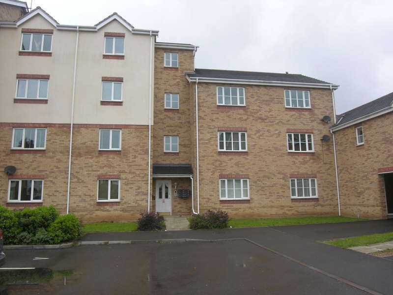 2 Bedrooms Flat for sale in Waterside Court, Titford Road, Oldbury