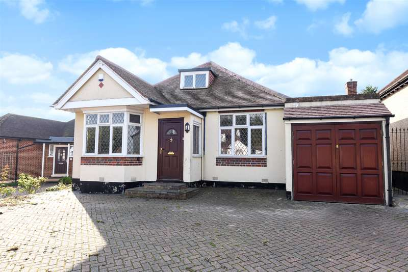 2 Bedrooms Bungalow for sale in Hillside Road, Northwood, Middlesex, HA6