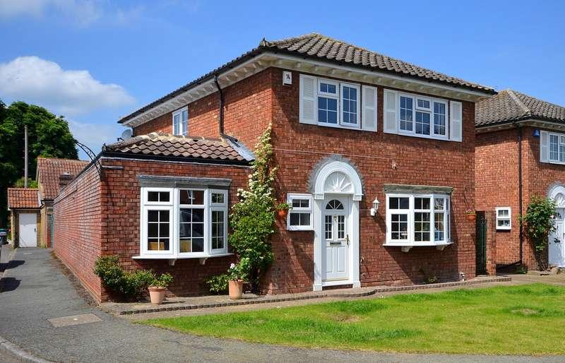 3 Bedrooms Detached House for sale in Upper Halliford