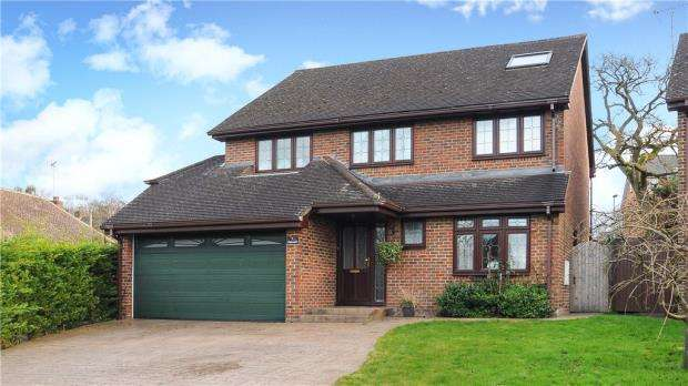 5 Bedrooms Detached House for sale in Ackrells Mead, Little Sandhurst, Berkshire