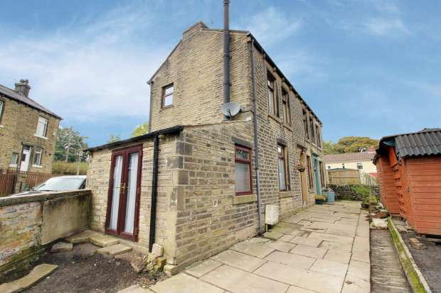 3 Bedrooms Semi Detached House for sale in Wyvern Terrace, Halifax, West Yorkshire, HX2 0DG