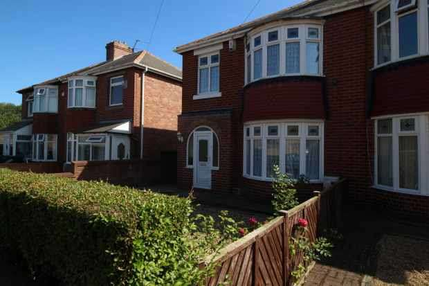 3 Bedrooms Semi Detached House for sale in Darnley Road, Ashington, Northumberland, NE63 8BB
