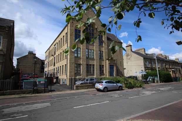 1 Bedroom Apartment Flat for sale in Water Street, Huddersfield, West Yorkshire, HD1 4BX