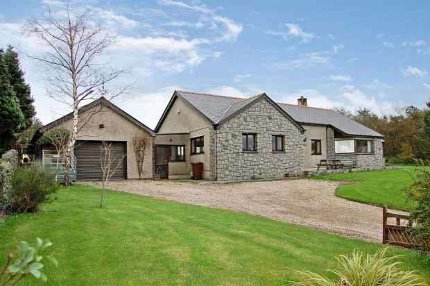 3 Bedrooms Detached House for sale in Victoria Terrace, Caernarfon, Gwynedd, LL55 3LT