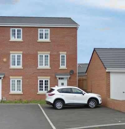 3 Bedrooms Property for sale in New Forest Way, Leeds, Yorkshire, LS10 4FD