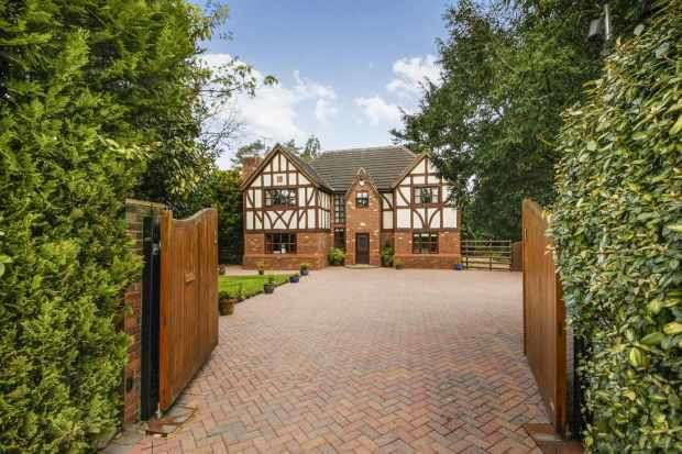 4 Bedrooms Detached House for sale in The Loont, Winsford, Cheshire, CW7 1EU