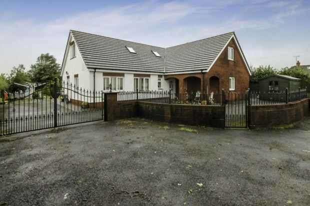 5 Bedrooms Detached Bungalow for sale in Lon Llysalaw, Carmarthen, Dyfed, SA33 4AX