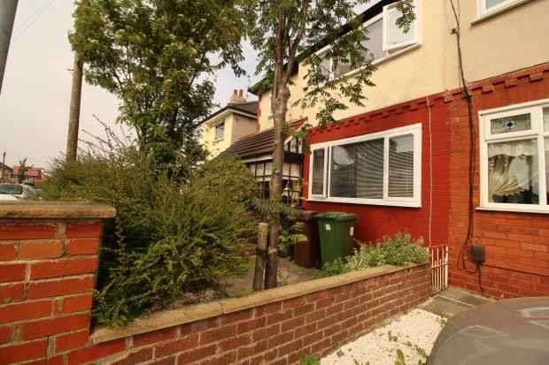 3 Bedrooms Semi Detached House for sale in Parkfield Avenue, Bootle, Merseyside, L30 1PQ