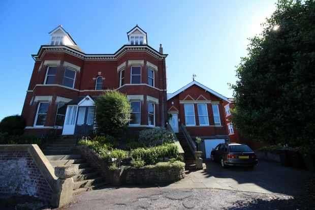 2 Bedrooms Maisonette Flat for sale in Oxford Road, Southport, Merseyside, PR8 2JT