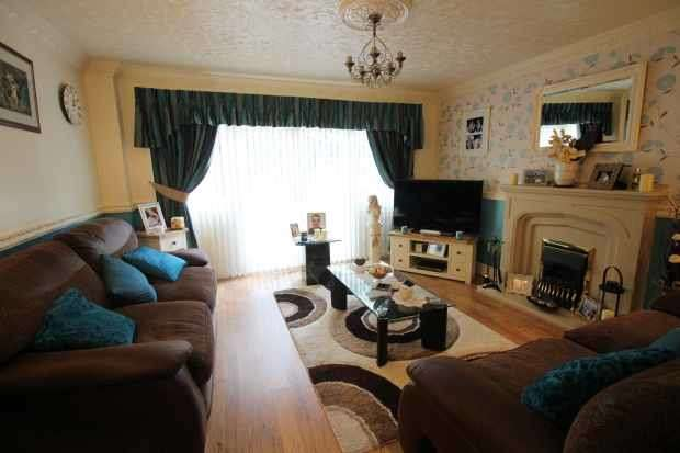 2 Bedrooms Terraced House for sale in St Johns Close, Rotherham, South Yorkshire, S65 2DU