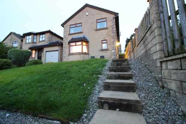 4 Bedrooms Detached House for sale in Park View Close, Brierfield, Lancashire, BB9 5SX
