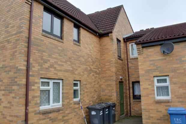 2 Bedrooms Flat for sale in Matlock Court, Nottingham, Nottinghamshire, NG10 3AS