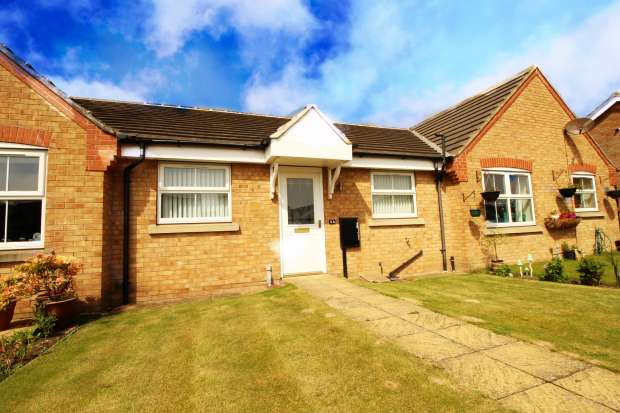 2 Bedrooms Bungalow for sale in Carrs Meadow, Withernsea, North Humberside, HU19 2ER