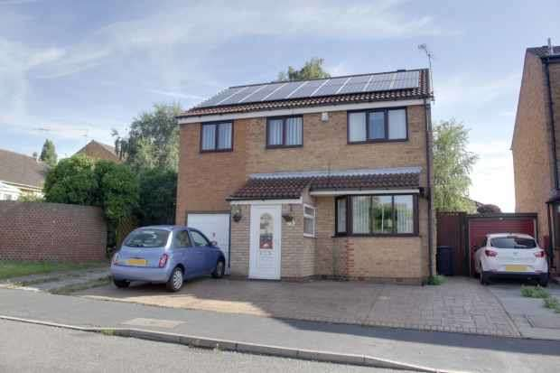 4 Bedrooms Detached House for sale in Highland Road, Chesterfield, South Yorkshire, S43 2EZ