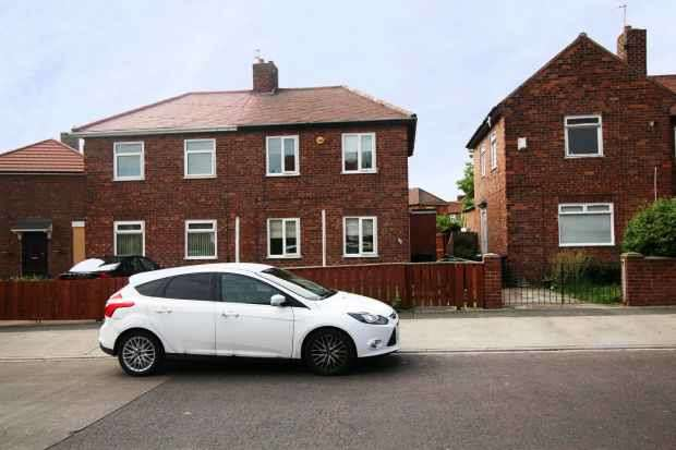 3 Bedrooms Semi Detached House for sale in Centenery Avenue, South Shields, Tyne And Wear, NE34 6PQ