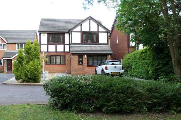 4 Bedrooms Detached House for sale in Foxwood Drive, Preston, Lancashire, PR4 2DS