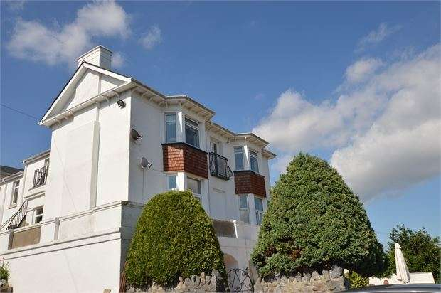 2 Bedrooms Apartment Flat for sale in Seymour Road, Newton Abbot, Devon. TQ12 2PN