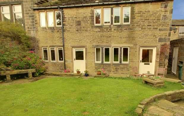 5 Bedrooms Semi Detached House for sale in Fern Street, Keighley, West Yorkshire, BD22 8QA