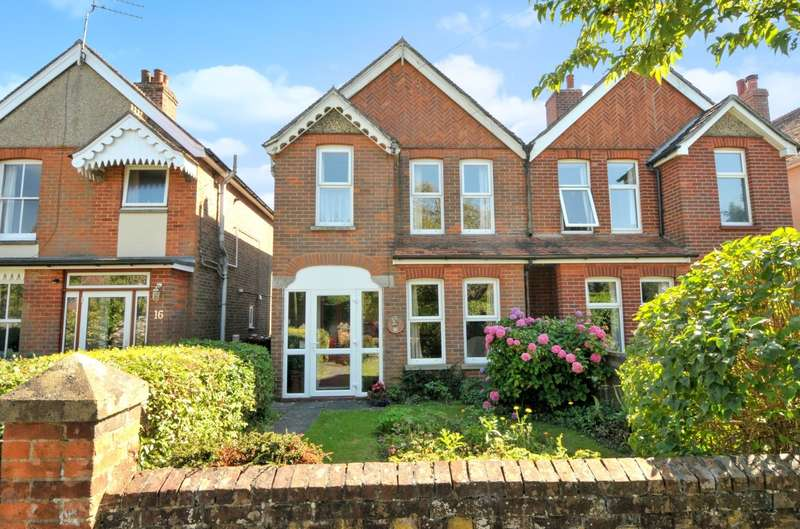 3 Bedrooms Semi Detached House for sale in Highland Road, Chichester, PO19