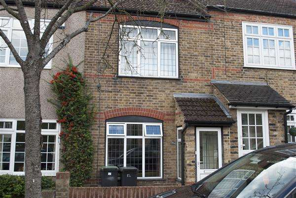 2 Bedrooms Terraced House for sale in Lower Queens Road, Buckhurst Hill