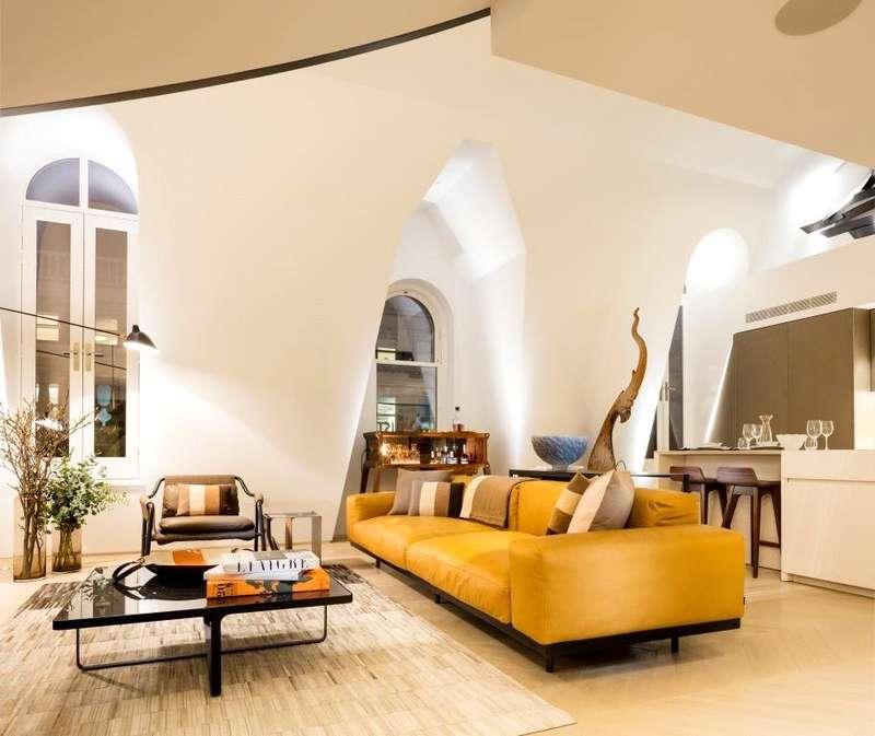 3 Bedrooms Duplex Flat for sale in Goodge Street, London, W1T