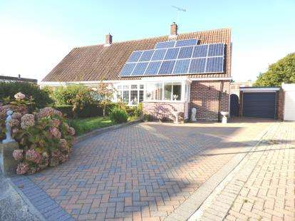 3 Bedrooms Bungalow for sale in Gosport, Hampshire, England