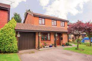 4 Bedrooms Detached House for sale in Ticehurst Close, Worth, Crawley, West Sussex