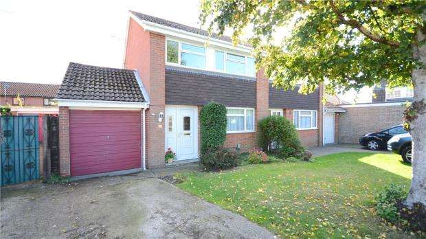 3 Bedrooms Semi Detached House for sale in Richborough Close, Earley, Reading