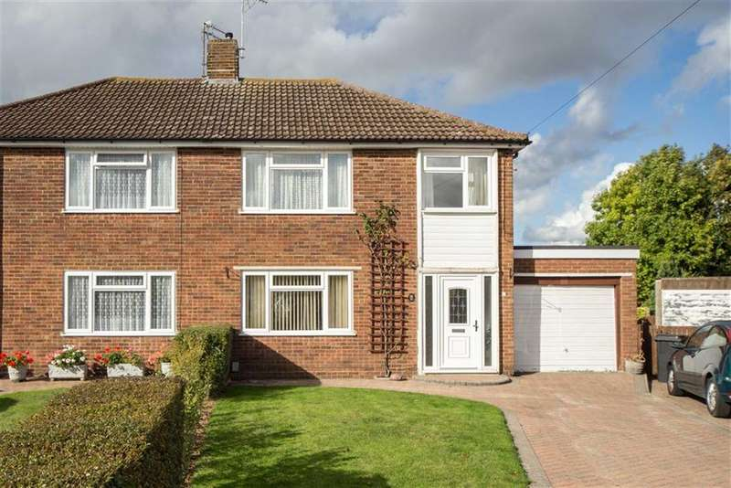 3 Bedrooms Property for sale in Calcutt Close, Dunstable, Bedfordshire, LU5