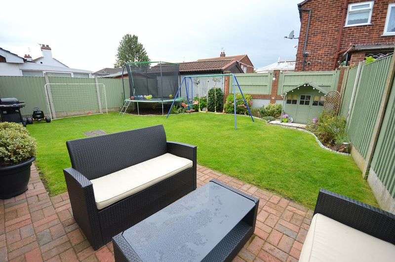 3 Bedrooms Semi Detached House for sale in Green Lane, Widnes