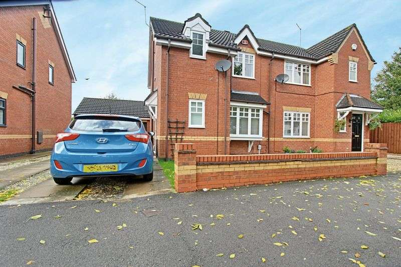 3 Bedrooms Semi Detached House for sale in Pickering Road, Hull