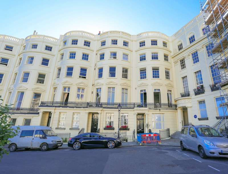 2 Bedrooms Flat for sale in Brunswick Square, Hove