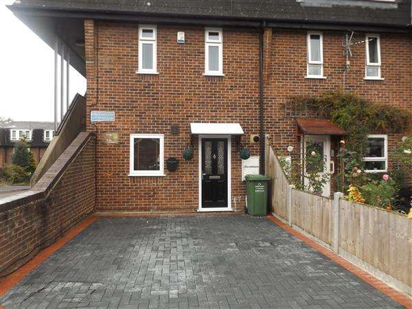 2 Bedrooms Maisonette Flat for sale in Mellow Purgess Close, Basildon