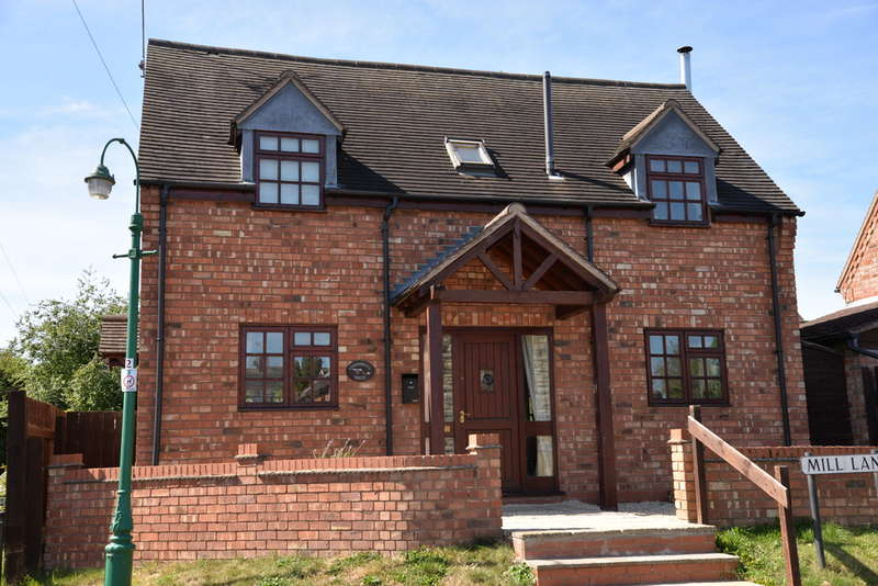 3 Bedrooms Detached House for sale in Kineton, Warwickshire