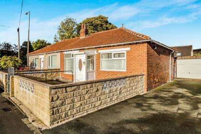 2 Bedrooms Bungalow for sale in Vegal Crescent, Halifax, West Yorkshire