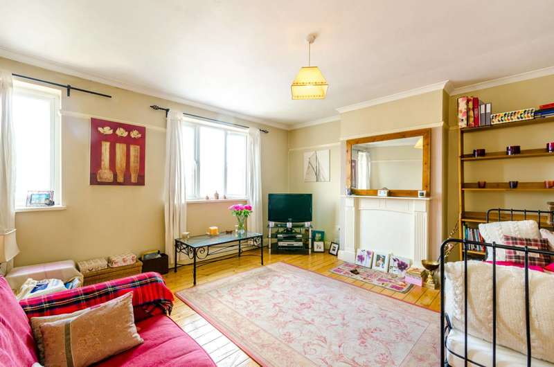 2 Bedrooms Flat for sale in High Road, Loughton, IG10