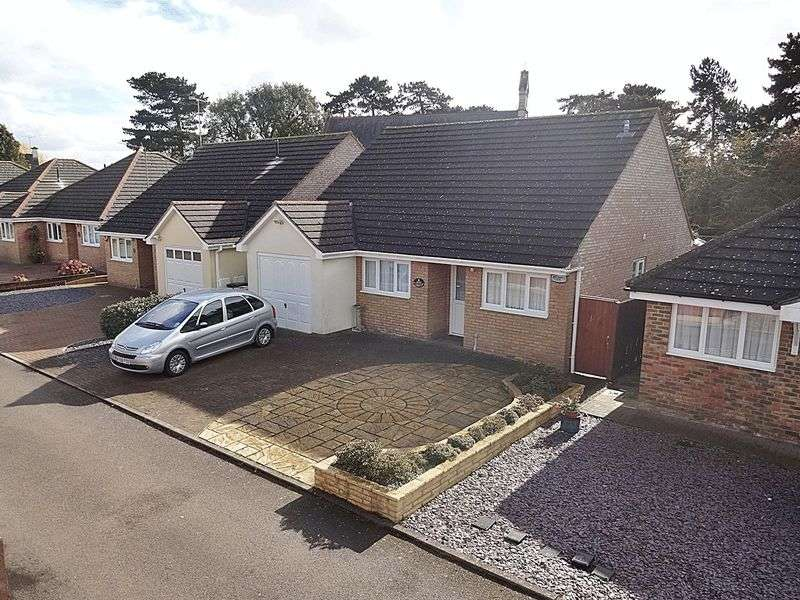 2 Bedrooms Detached Bungalow for sale in Stopsley Village
