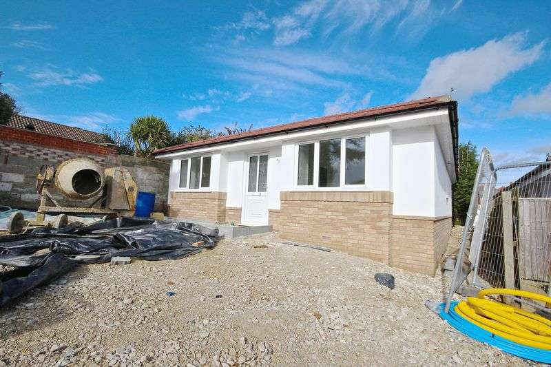 3 Bedrooms Detached Bungalow for sale in Jasmine Close, Poole, BH12.