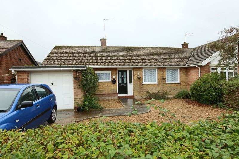 2 Bedrooms Bungalow for sale in Clifford Drive, Oulton Broad
