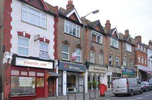 2 Bedrooms Flat for sale in Station Parade, Sanderstead Road, South Croydon