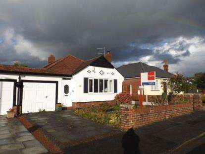 2 Bedrooms Bungalow for sale in Peveril Drive, Hazel Grove, Stockport, Greater Manchester