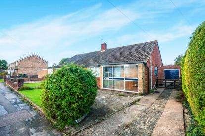 2 Bedrooms Bungalow for sale in New Meadow, Aylesbury