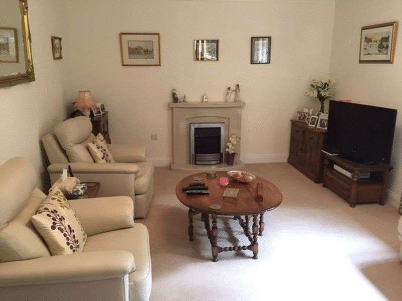 3 Bedrooms Flat for sale in Cottle Avenue, Bradford-On-Avon: RARELY AVAILABLE : THREE BED / TWO BATHROOM & GARAGE retirement apartment