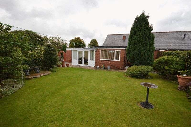 3 Bedrooms Bungalow for sale in West View Avenue, Castleford
