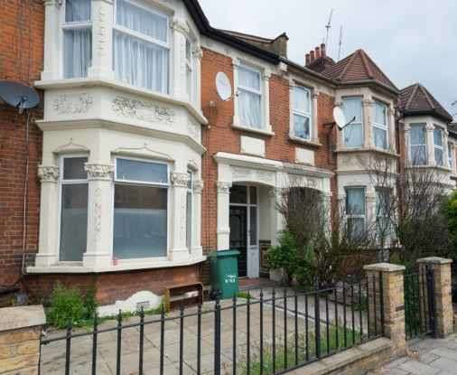 2 Bedrooms Ground Flat for sale in High Road, Ilford, Essex, IG1 1TR